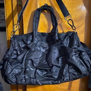 Lululemon duffle bag (weekender size)